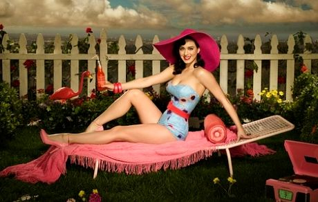 http://lastheplace.com/images/article-images/1A_2008_WRITERS/Susie_Salva/katy_perry/1%20katie%20perry%202.jpg