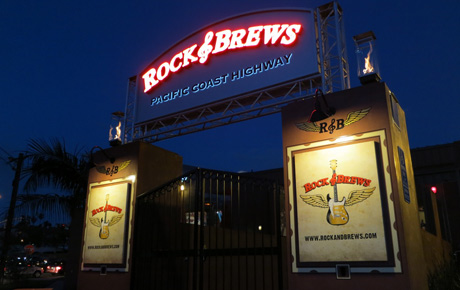 Rock-&-Brews-entrance-neon-