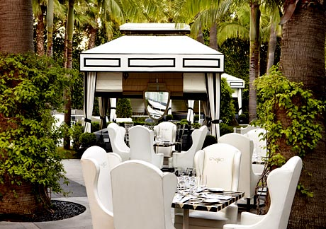 The outdoor area of Cast Restaurant at The Viceroy Hotel Santa Monica