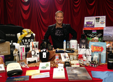 Lash Fary, founder of Distinctive Assets with Oscar Gift Bag.