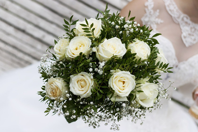 How to Give Your Daughter Her Dream Wedding on a Budget