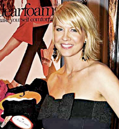 Jenna Elfman gets cozy with her Dearforms.