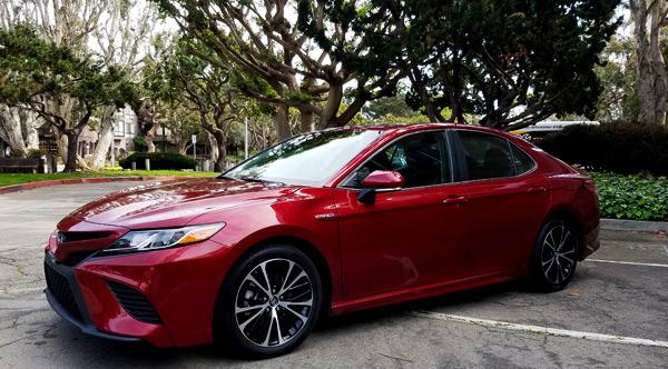 2018 Toyota Camry Hybrid SE - Car Review